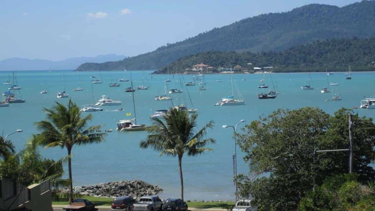 airlie beach boats