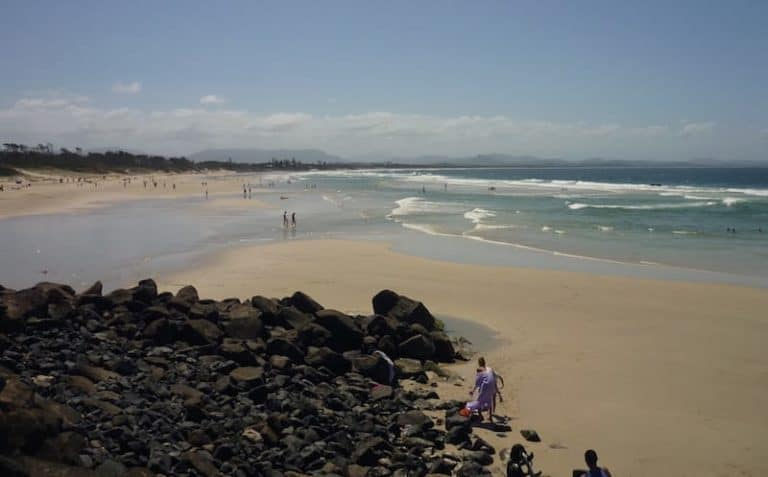 belongil beach byron bay