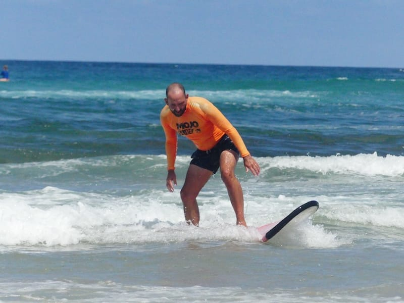 learn to surf mojo surf byron bay