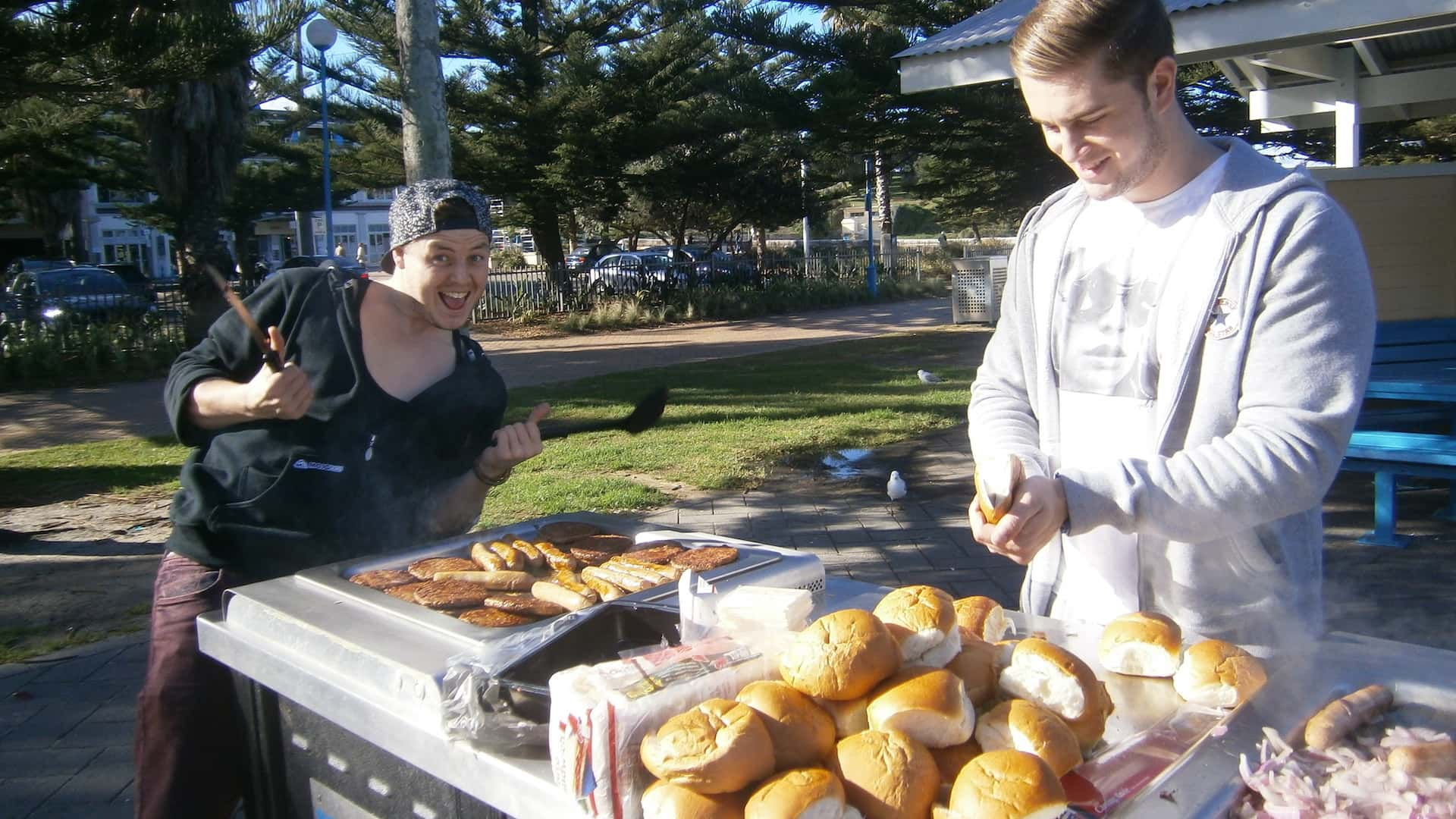 bbq coogee beach sydney cheap student travel