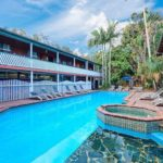 swimming pool at byron bay backpackers hostel